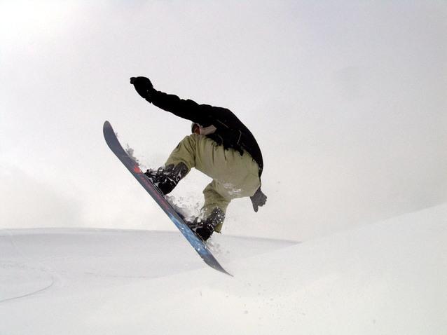 Sådan sparer du penge på snowboard bukser og snowboardjakke